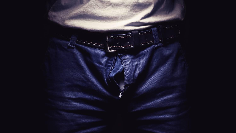 erekció a nadrág alatt